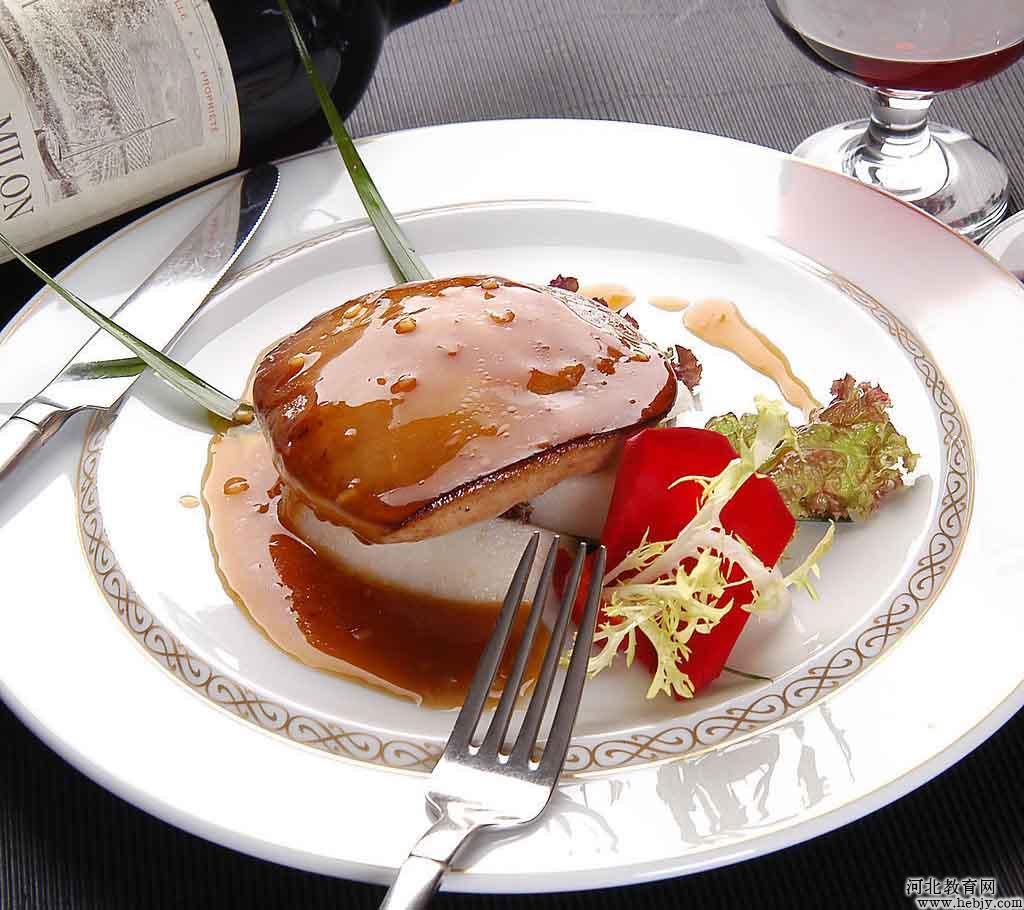 """动物肝脏被誉为""""维生素A之王""""。俗话说:""""吃啥补啥"""",人们普遍认为食用动物肝脏可补肝补血。还有一些人认为动物肝脏如何人体肝脏,是体内最大的解毒器官,聚集了很多毒素,不能多吃。哪个是正确的?这些我们不去考究,但动物肝脏的营养价值不容忽视,不过食用时要有讲究,注意6大点。 动物肝脏堪称食品中的""""维生素A之王""""。动物肝脏中含有丰富的蛋白质,每百克猪肝含蛋白质21."""